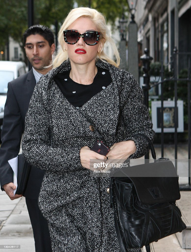 <a gi-track='captionPersonalityLinkClicked' href=/galleries/search?phrase=Gwen+Stefani&family=editorial&specificpeople=156423 ng-click='$event.stopPropagation()'>Gwen Stefani</a> sighted in Mayfair on October 26, 2011 in London, England.