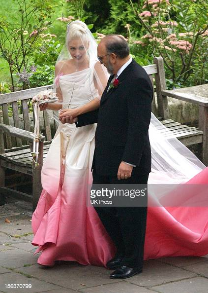 Gwen Stefani with her father Dennis Stefani during the wedding ceremony of Gwen Stefani and Gavin Rossdale held on September 14 2002 at St Paul's...