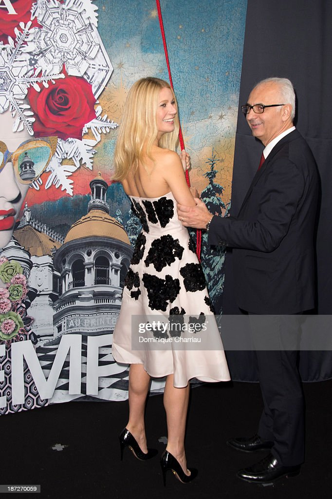 <a gi-track='captionPersonalityLinkClicked' href=/galleries/search?phrase=Gwyneth+Paltrow&family=editorial&specificpeople=171431 ng-click='$event.stopPropagation()'>Gwyneth Paltrow</a> and Printemps' CEO Paolo de Cesare attend the Printemps Christmas Decorations Inauguration at Printemps Haussmann on November 7, 2013 in Paris, France.