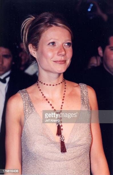 Gwyneth Paltrow during The 72nd Annual Academy Awards Vanity Fair Party at Morton's in Los Angeles California United States