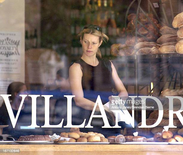 Gwyneth Paltrow Leaves Her Yoga Lesson Before Buying SomeOrganic Bread At The Villandry Restaurant Food Store In London