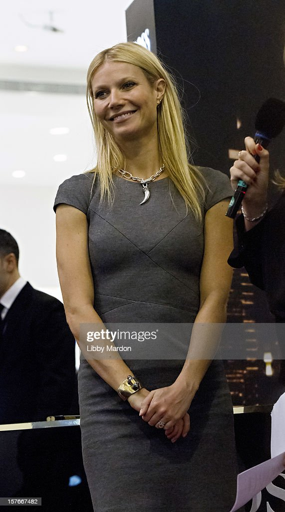 <a gi-track='captionPersonalityLinkClicked' href=/galleries/search?phrase=Gwyneth+Paltrow&family=editorial&specificpeople=171431 ng-click='$event.stopPropagation()'>Gwyneth Paltrow</a> makes an in store appearance for Boss Nuit at Paris Gallery, Dubai Mall on December 5, 2012 in Dubai, United Arab Emirates.