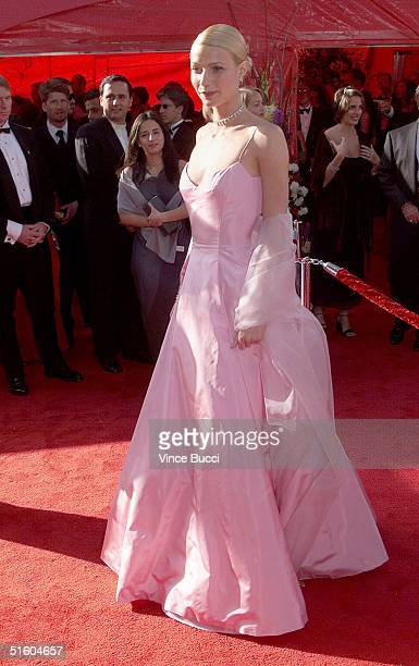 Gwyneth Paltrow Oscar nominee for best actress for her role in 'Shakespeare In Love' arrives 21 March 1999 at the Dorothy Chandler Pavilion in Los...