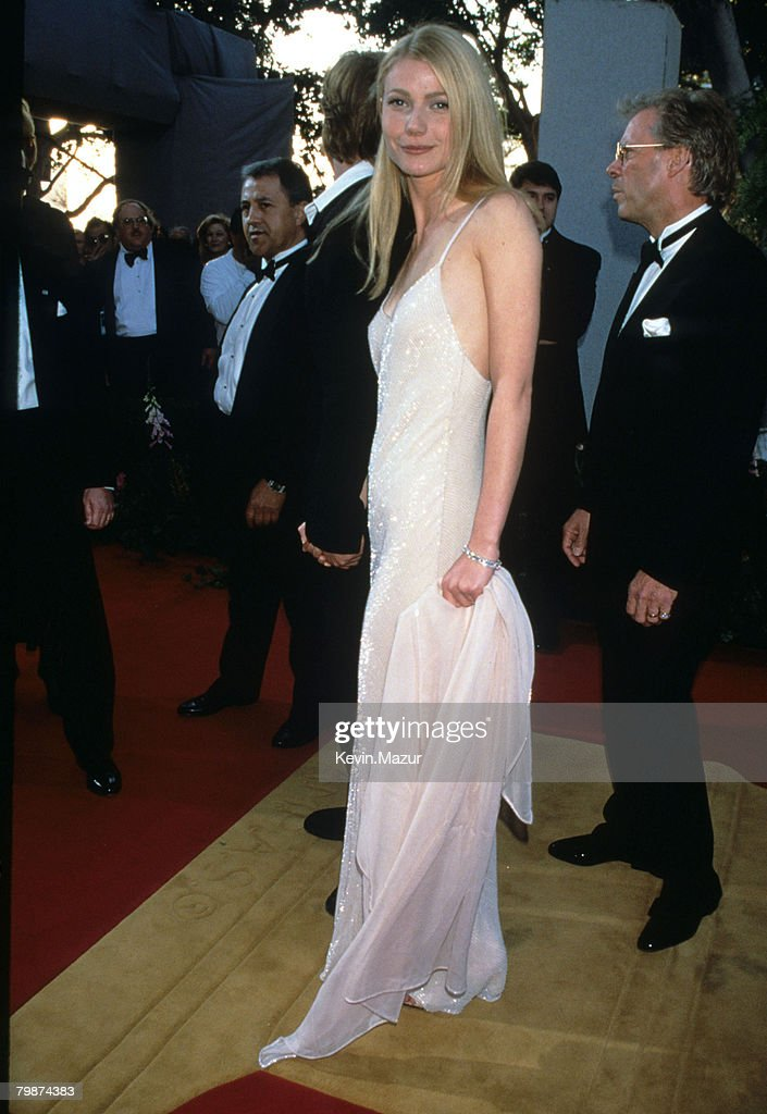 <a gi-track='captionPersonalityLinkClicked' href=/galleries/search?phrase=Gwyneth+Paltrow&family=editorial&specificpeople=171431 ng-click='$event.stopPropagation()'>Gwyneth Paltrow</a>