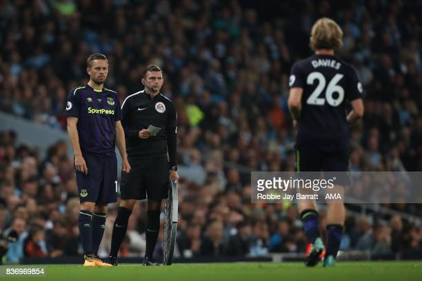 Gylfi Sigurdsson of Everton comes on as a sub during the Premier League match between Manchester City and Everton at Etihad Stadium on August 21 2017...