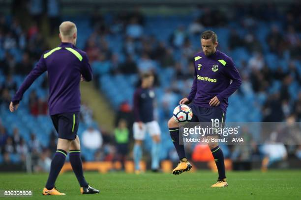 Gylfi Sigurdsson of Everton warms up before the Premier League match between Manchester City and Everton at Etihad Stadium on August 21 2017 in...