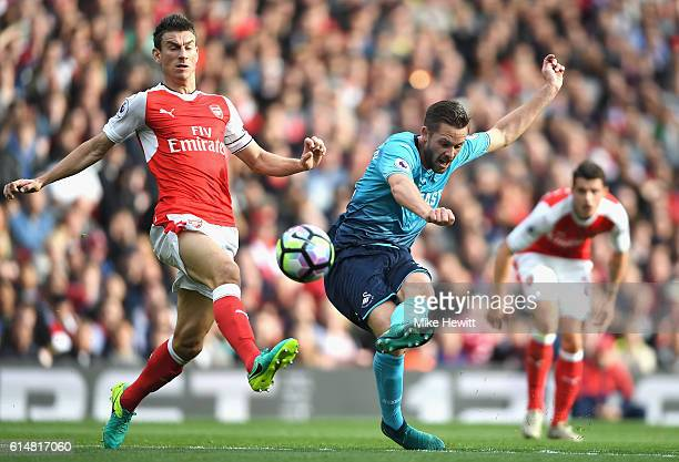 Gylfi Sigurdsson of Swansea City scores his sides first goal during the Premier League match between Arsenal and Swansea City at Emirates Stadium on...