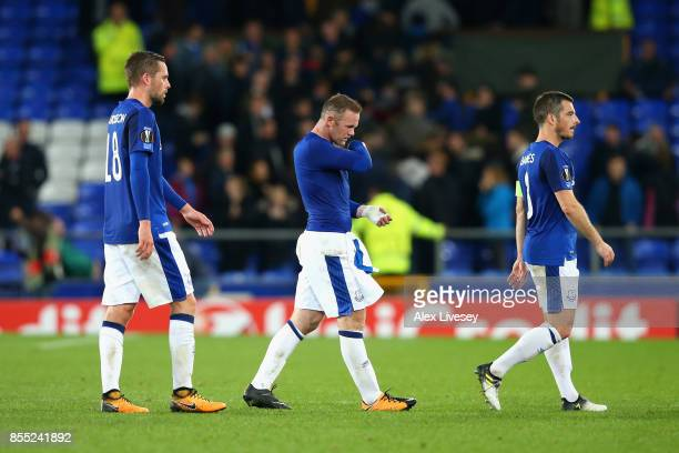 Gylfi Sigurdsson Wayne Rooney and Leighton Baines of Everton leave the pitch following the UEFA Europa League group E match between Everton FC and...