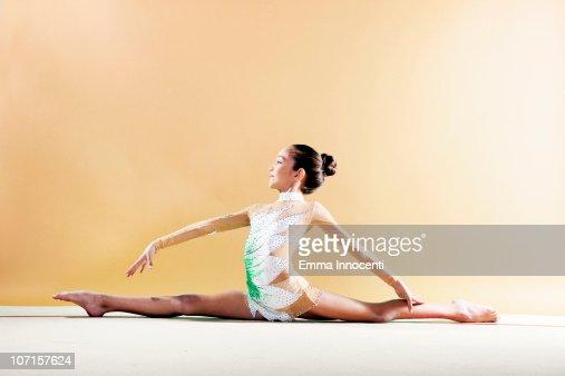 floor gymnastics splits. floor gymnastics splits b