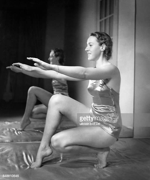 Gymnastics at Elizabeth Arden fullfigure portrait 1937 Photographer Hedda Walther Published by 'Die Dame' 01/1938 Vintage property of ullstein bild