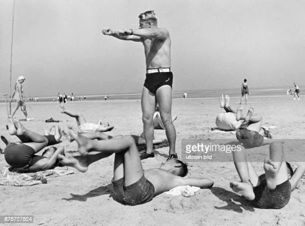 Gymnastics on the beach of the island Wangerooge Wolff Tritschler Vintage property of ullstein bild