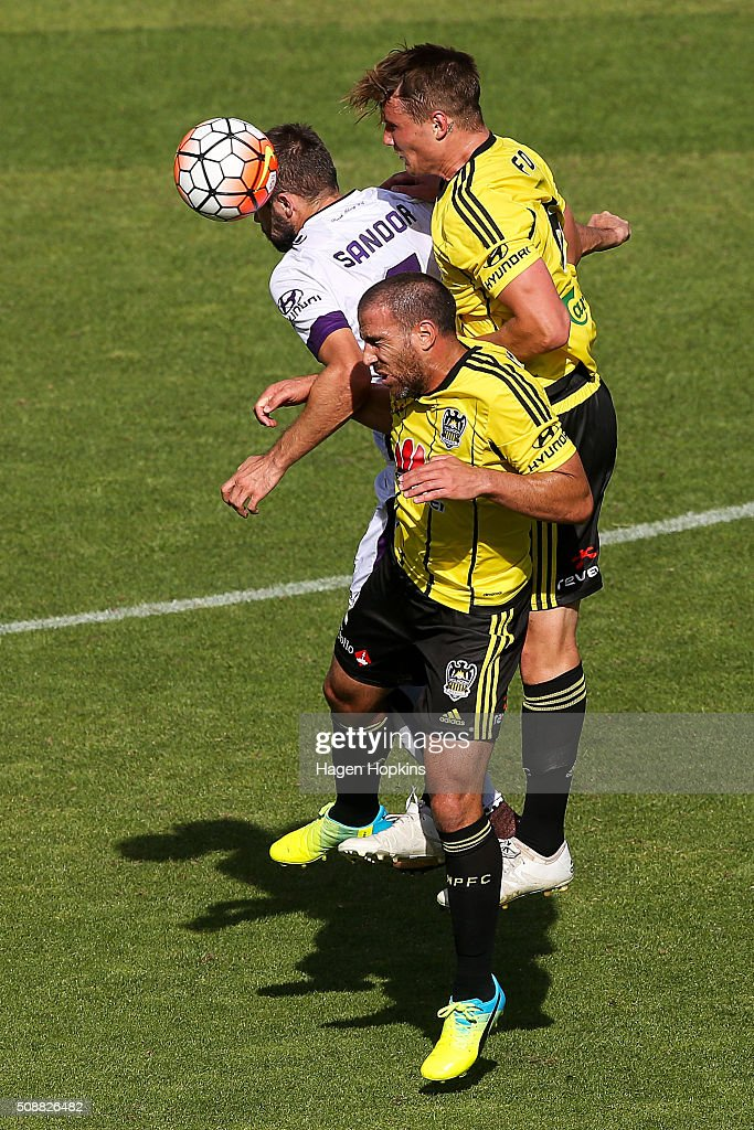 Gyorgy Sandor (L) of the Glory, Manny Muscat and Dylan Fox of the Phoenix compete for a header during the round 18 A-League match between Wellington Phoenix and Perth Glory at Westpac Stadium on February 7, 2016 in Wellington, New Zealand.