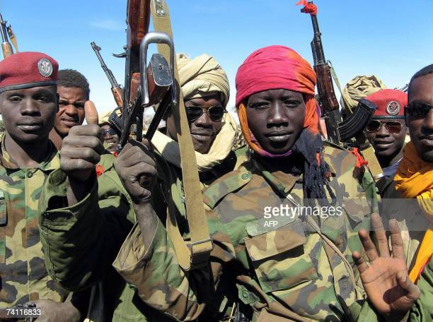 A picture taken 14 December 2006 shows chidren soldiers in the Chadian Army on the battlefield in Hadjer Marfain east of Chad after a fight against...