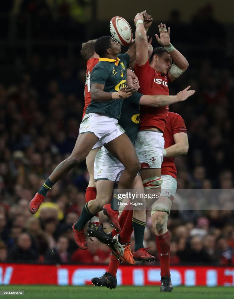Hadleigh Parkes of Wales claims a high ball while under pressure from Warrick Gelant of South Africa during the international match match between Wales and South Africa at Principality Stadium on December 2, 2017 in Cardiff, Wales.