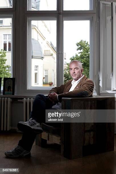 BOGDANSKI Hagen Kameramann am fotografiert in den Räumen seiner PRAgentur in Berlin