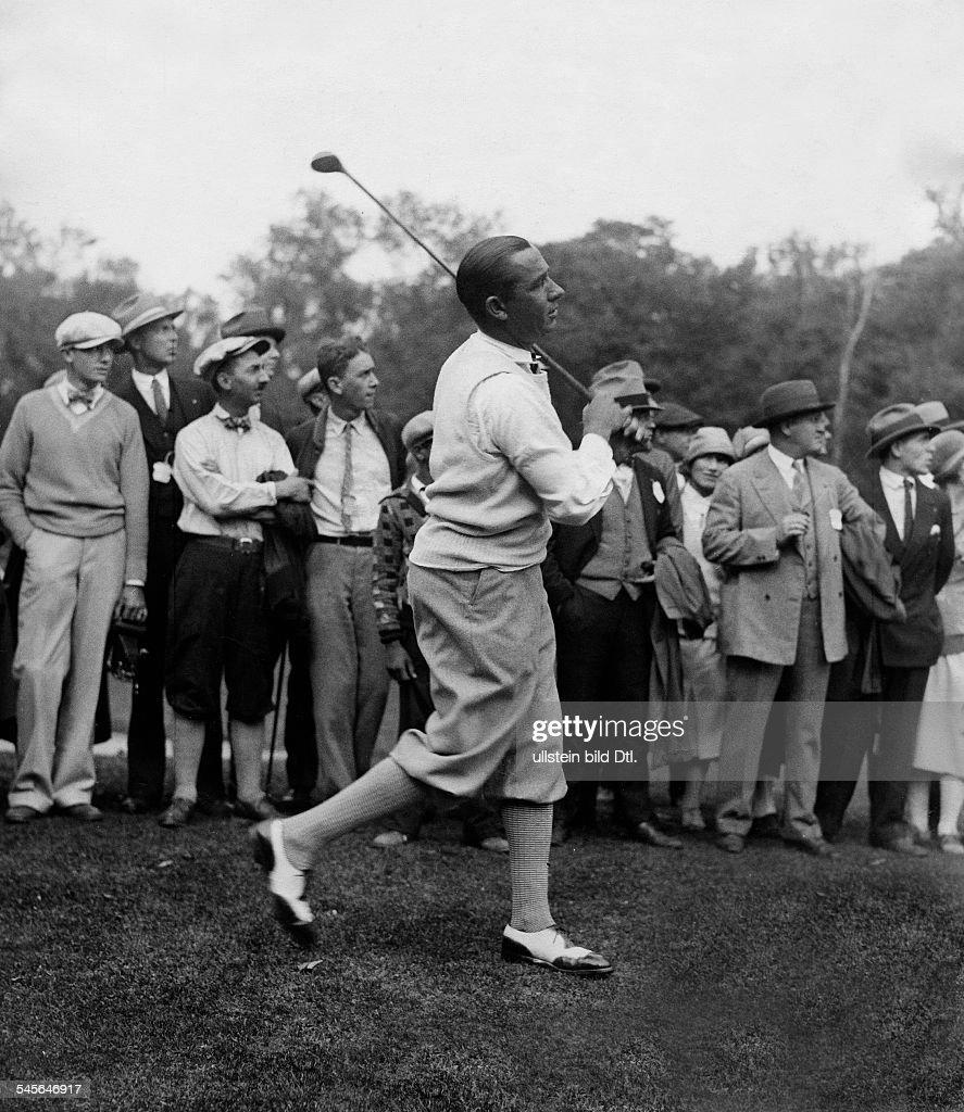 Hagen, WalterGolfspieler, USA- beim Abschlag- 1929