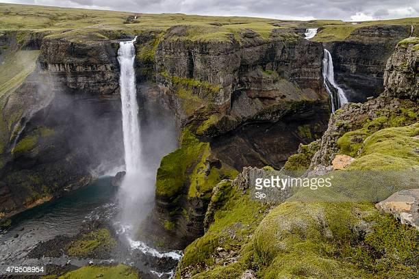 Haifoss 滝のドロップダウンをキャニオンにアイスランド