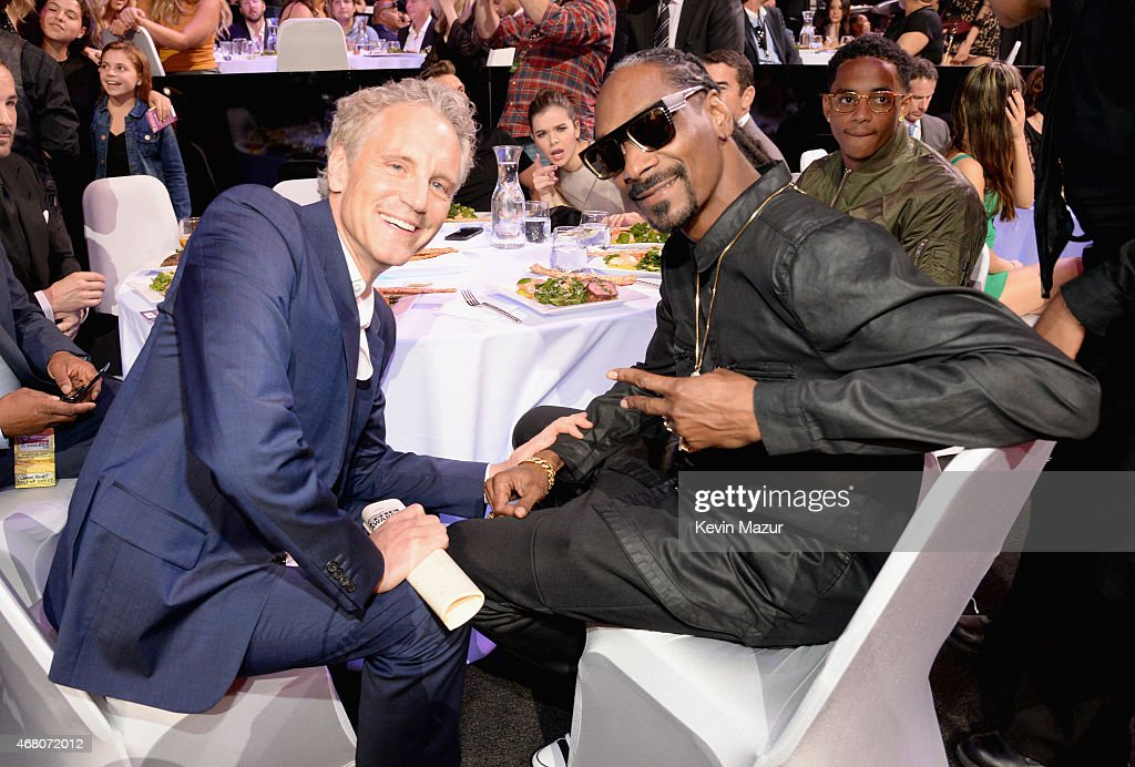 Hailee Stanfield photobombs while Clear Channel Entertainment Enterprises President John Sykes and rapper Snoop Dogg attend the 2015 iHeartRadio...