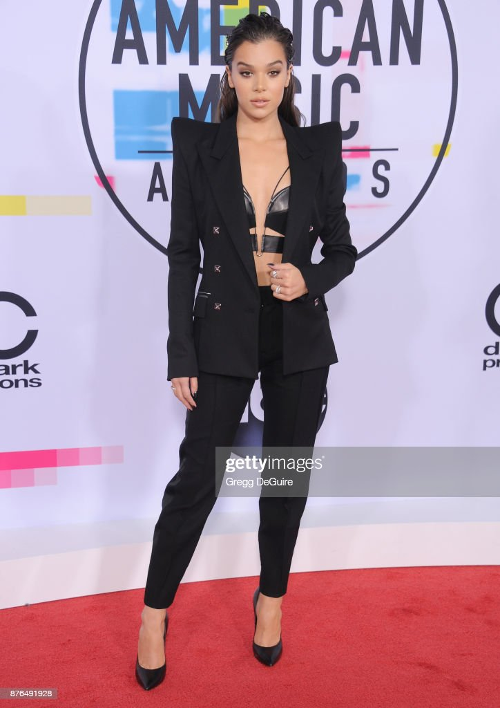 Hailee Steinfeld arrives at the 2017 American Music Awards at Microsoft Theater on November 19, 2017 in Los Angeles, California.