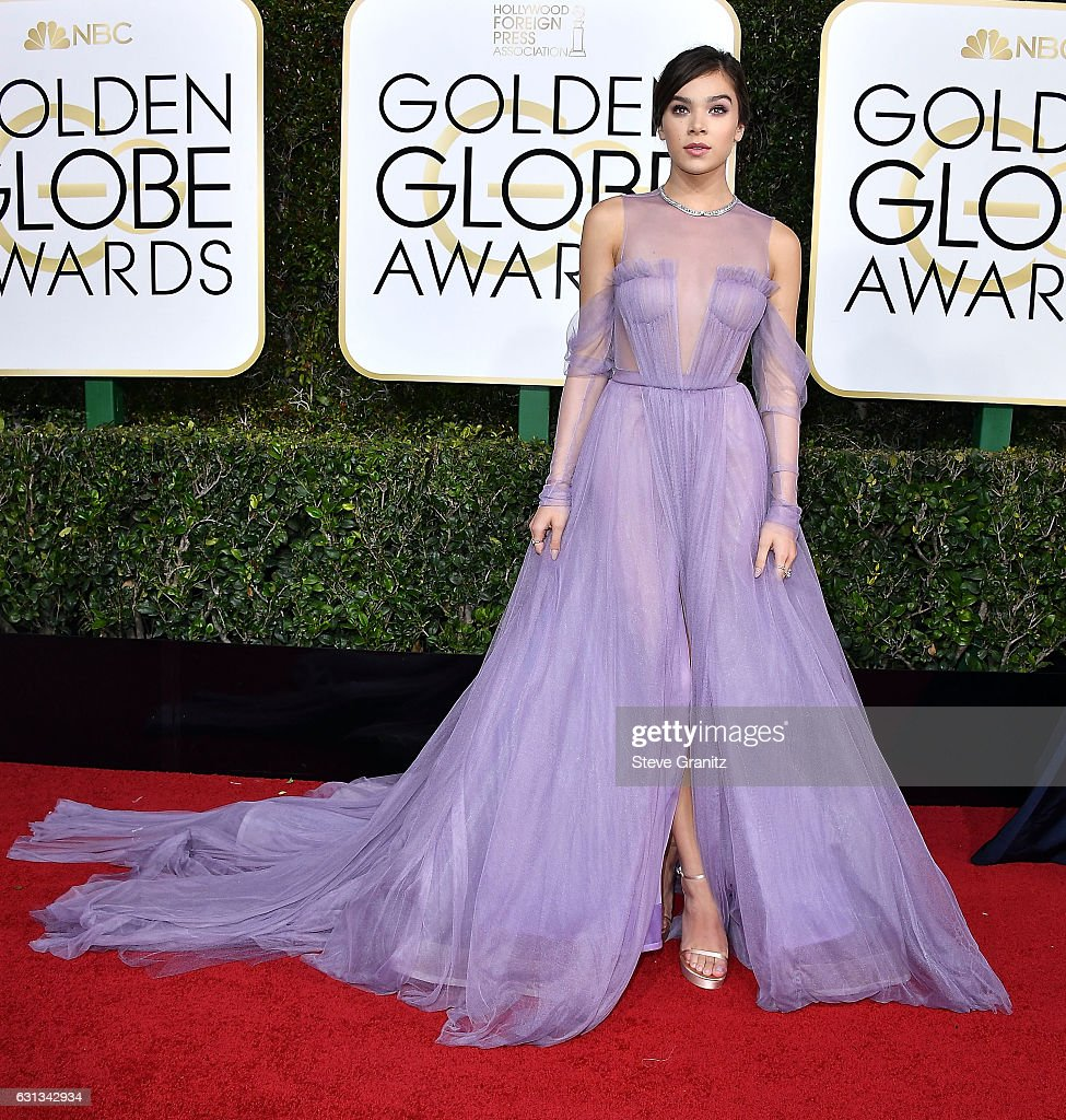 hailee-steinfeld-arrives-at-the-74th-annual-golden-globe-awards-at-picture-id631342934