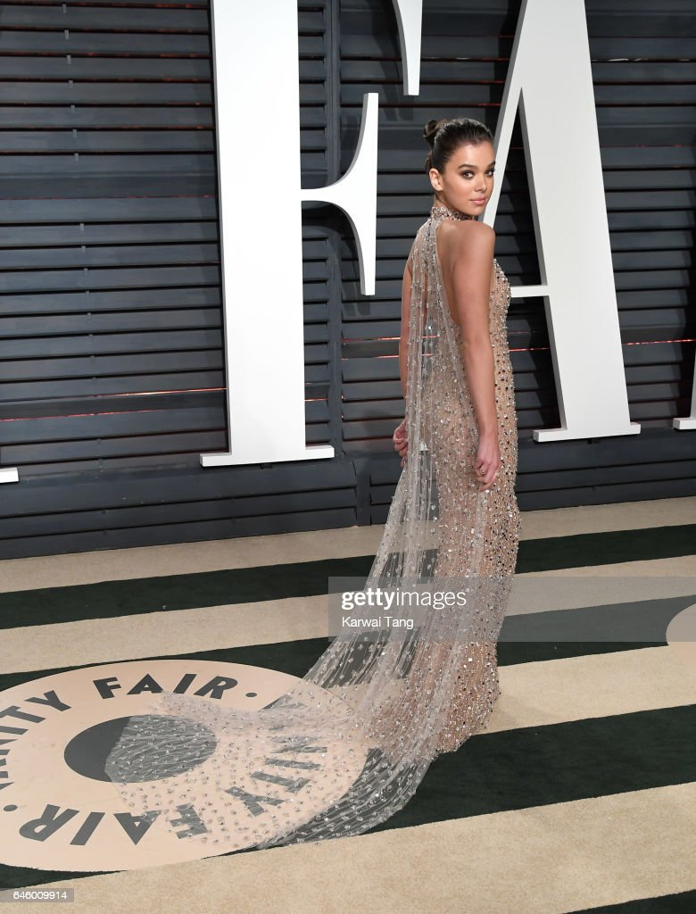 Hailee Steinfeld arrives for the Vanity Fair Oscar Party hosted by Graydon Carter at the Wallis Annenberg Center for the Performing Arts on February 26, 2017 in Beverly Hills, California.