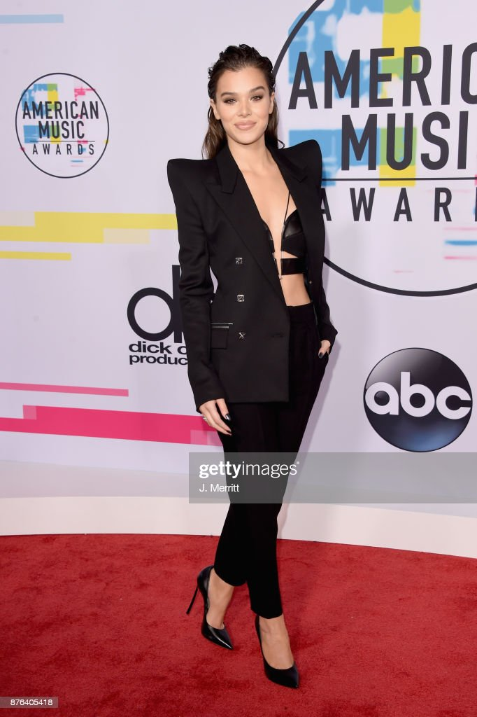 Hailee Steinfeld attends 2017 American Music Awards at Microsoft Theater on November 19, 2017 in Los Angeles, California.