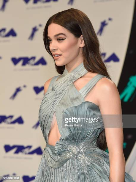 Hailee Steinfeld attends the 2017 MTV Video Music Awards at The Forum on August 27 2017 in Inglewood California