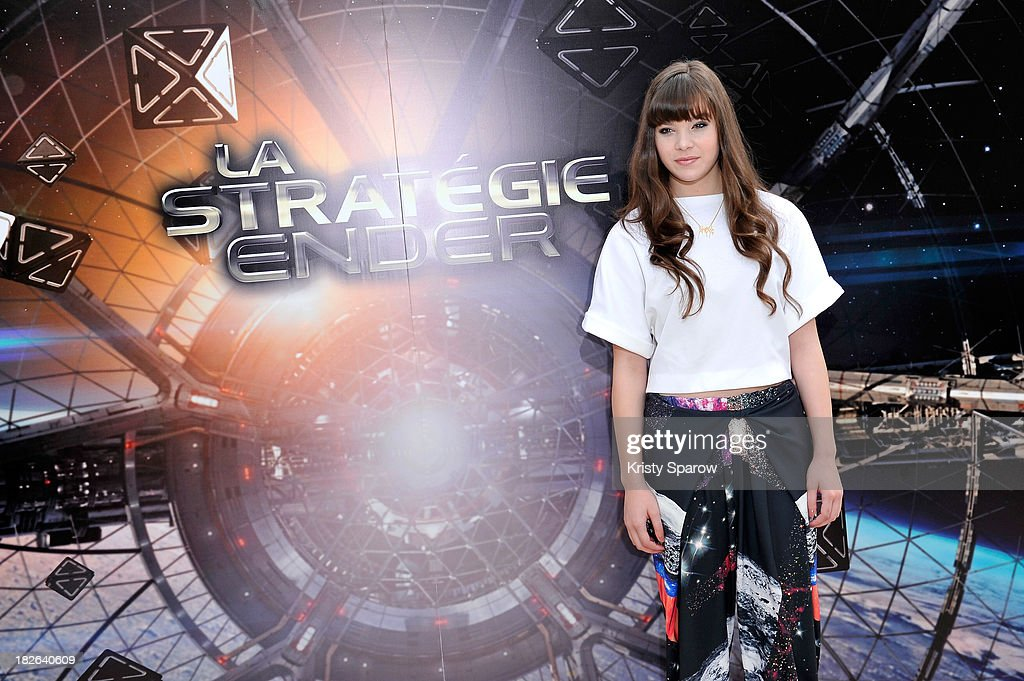 Hailee Steinfeld attends the 'Ender's Game' Photocall at the Mandarin Hotel in Paris on October 2, 2013 in Paris, France.
