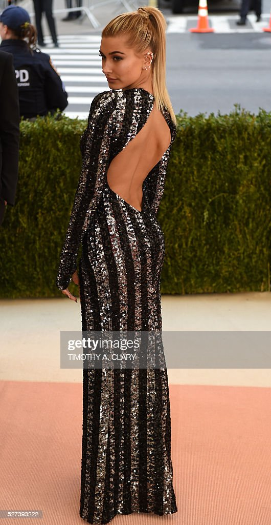 Hailey Baldwin arrives for the Costume Institute Benefit at The Metropolitan Museum of Art May 2, 2016 in New York. / AFP / TIMOTHY