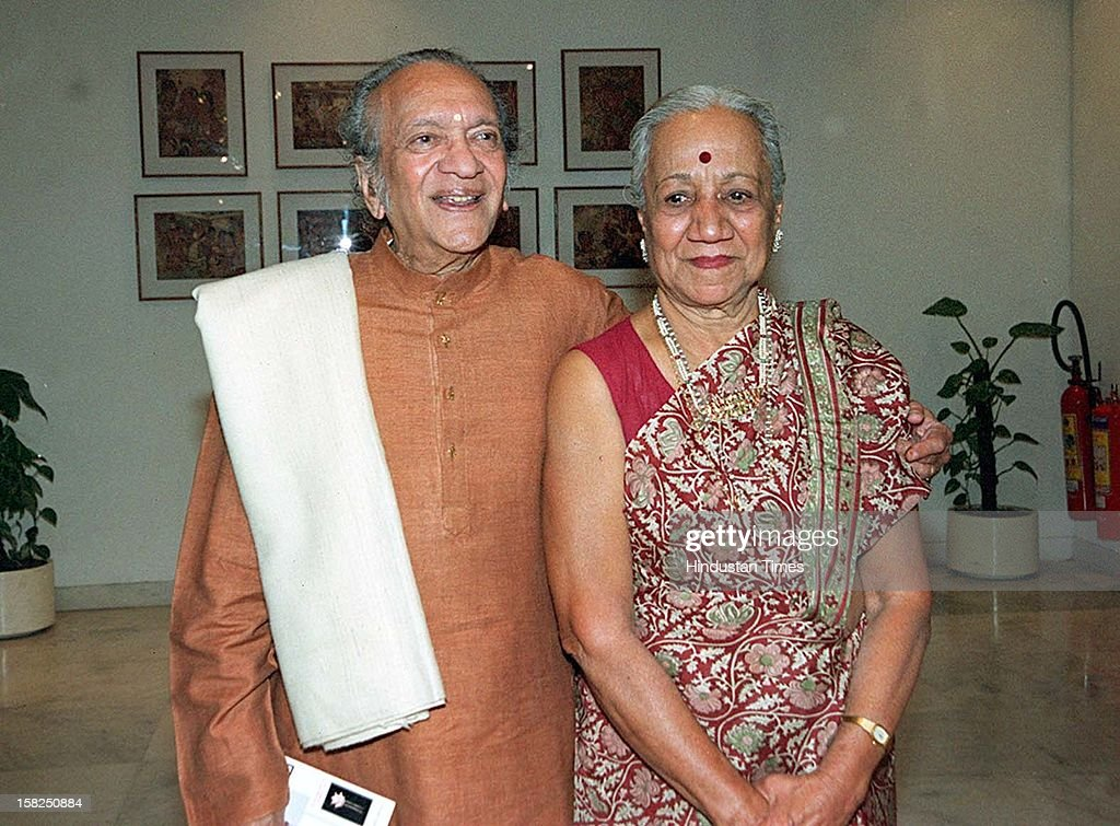 Hair ornaments collector Veena Shroff with of Sitar maestro Ravi shankar on January 19, 2002 in New Delhi, India. Sitar maestro and Bharat Ratna Pandit Ravi Shankar passed away at age of 92 in San Diego on December 11, 2012.