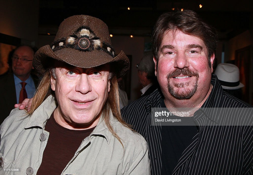 Hairstylist Jose : Hairstylist Jose Eber (L) and gallery owner Trigg Ison attend the ...