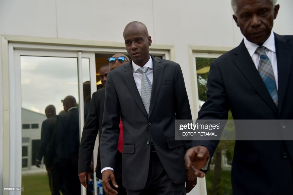 Haitian President Jovenel Moise (C) arrives at the National Palace on March 13, 2017 in Port-au-Prince where he offered condolences to the families of victims in the road accident that took the lives of 38 persons the previous day in Gonaives. A bus speeding away from a hit-and-run accident plowed into dozens of street musicians in northern Haiti, killing 38 people, officials said. /