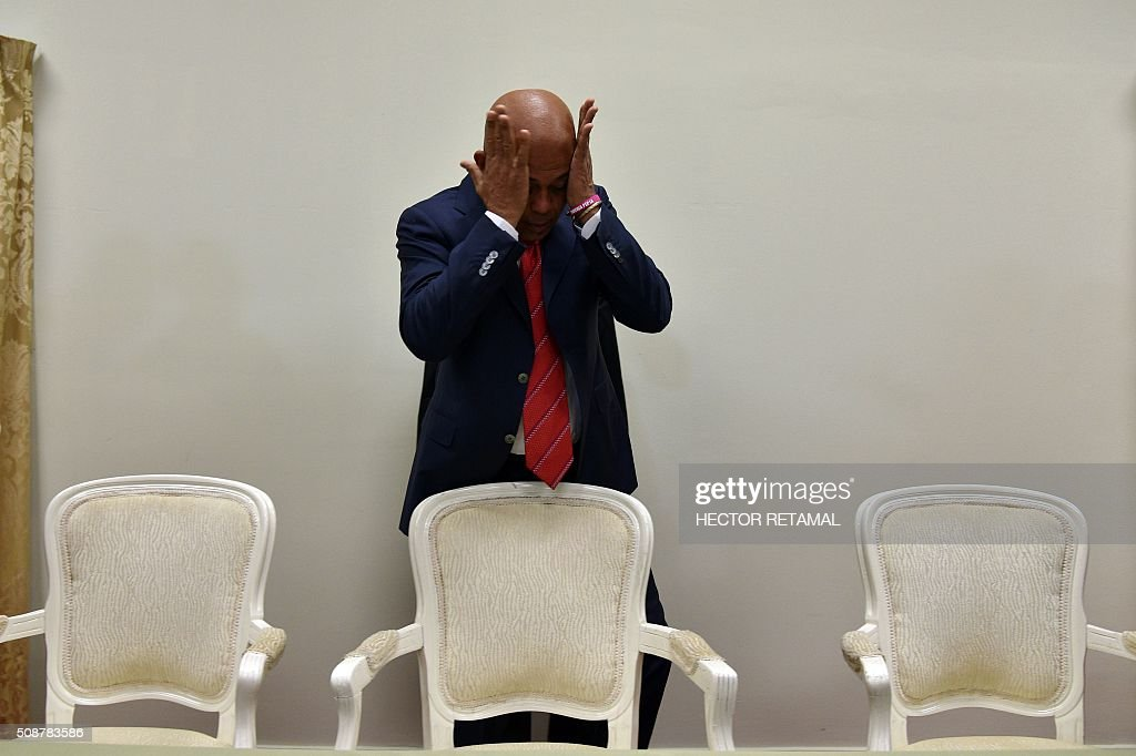 Haitian President Michel Martelly arrives to sign an agreement to install a transitional government on February 6, 2015 in Port-au-Prince. Haitian politicians inked a last-minute agreement to install a transitional government, just hours before President Michel Martelly was scheduled to step down with no replacement in line. / AFP / HECTOR RETAMAL