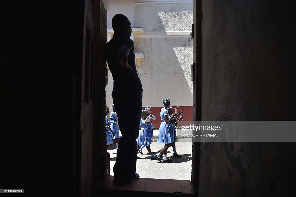 Haitian students walk to a security zone while they participate during an Earthquake and Tsunami Emergency drill in the city of Cap-Haitien, on May 6, 2016. The simulation exercise was organised by the Civil Protection Directorate, with the support of the UN Development Programme (UNDP). An estimated 4,500 people participated in the activities during the simulacre. / AFP / HECTOR