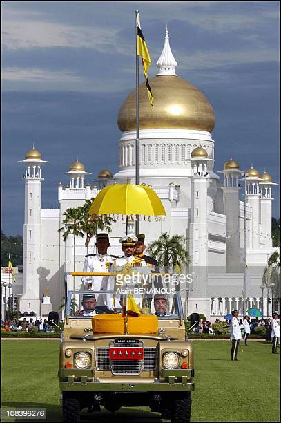 Haji Hassanal Bolkiah Sultan of Brunei Celebration of the crown with the royal family Military parade in Bandar Seri Bagawan Brunei Darussalam on...