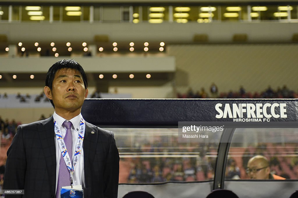 <a gi-track='captionPersonalityLinkClicked' href=/galleries/search?phrase=Hajime+Moriyasu&family=editorial&specificpeople=8818858 ng-click='$event.stopPropagation()'>Hajime Moriyasu</a>, coach of Sanfrecce Hiroshima looks on prior to the AFC Champions League Group F match between Sanfrecce Hiroshima and Central Coast Mariners at Edion Stadiam Hiroshima on April 23, 2014 in Hiroshima, Japan.