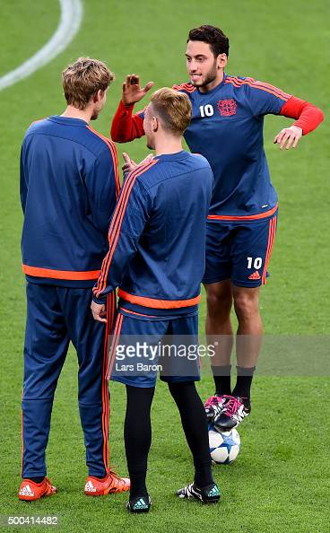 Hakan Calhanoglu jokes with Stefan Kiessling during a Bayer Leverkusen training session on the eve of the UEFA Champions League groupe E match...