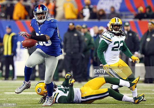 Hakeem Nicks of the New York Giants in action against the Green Bay Packers at MetLife Stadium on November 25 2012 in East Rutherford New Jersey The...