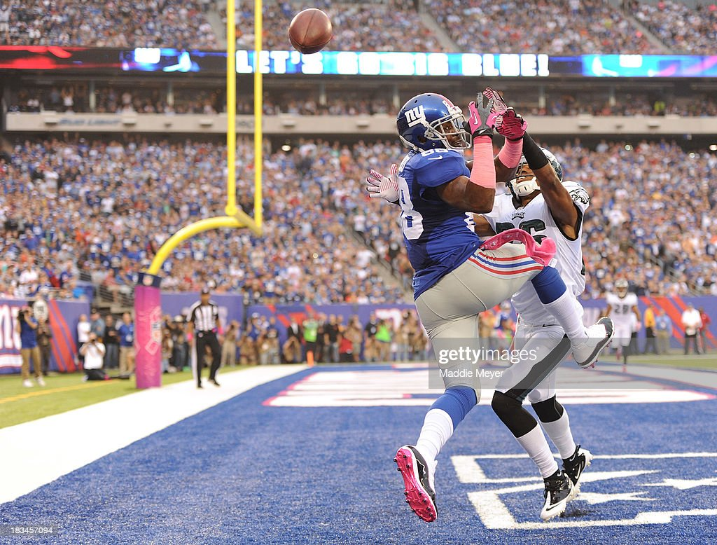 Hakeem Nicks #88 of the New York Giants misses a pass in the endzone during the second half against the Philadelphia Eagles at MetLife Stadium on October 6, 2013 in East Rutherford, New Jersey.