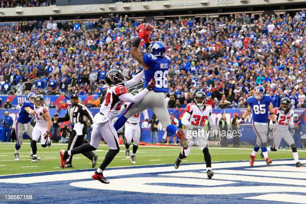 Hakeem Nicks of the New York Giants scores a 4yard touchdown reception in the second quarter against Dominique Franks of the Atlanta Falcons during...