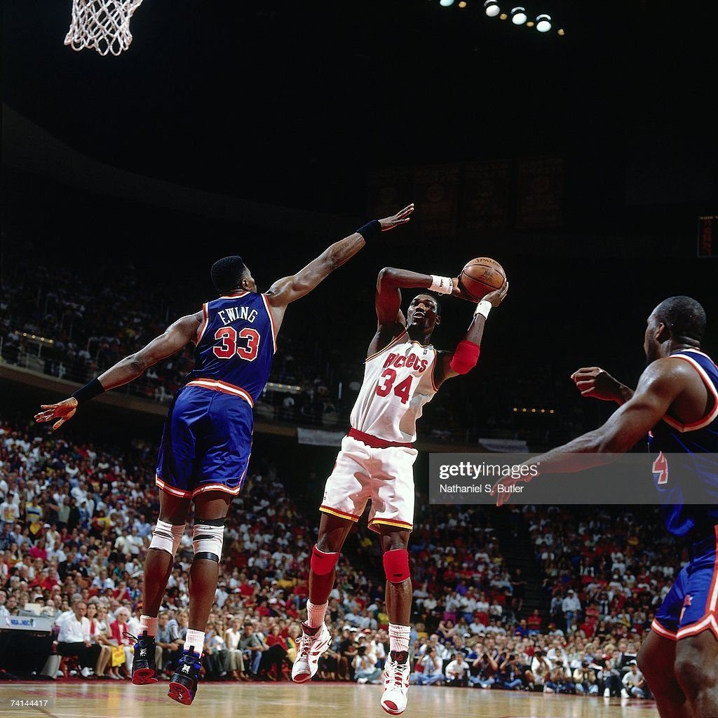 Ho houston rockets nba championship - Hakeem Olajuwon 34 Of The Houston Rockets Shoots Against Patrick Ewing 33 Of The