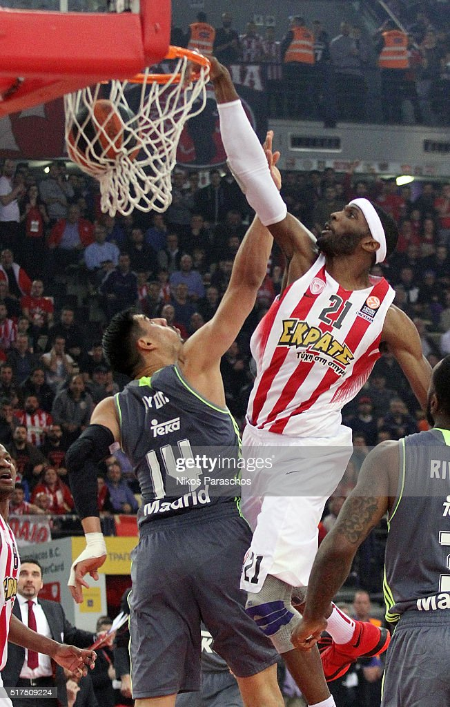 Hakim Warrick #21 of Olympiacos Piraeus competes with Gustavo Ayon #14 of Real Madrid during the 20152016 Turkish Airlines Euroleague Basketball Top...