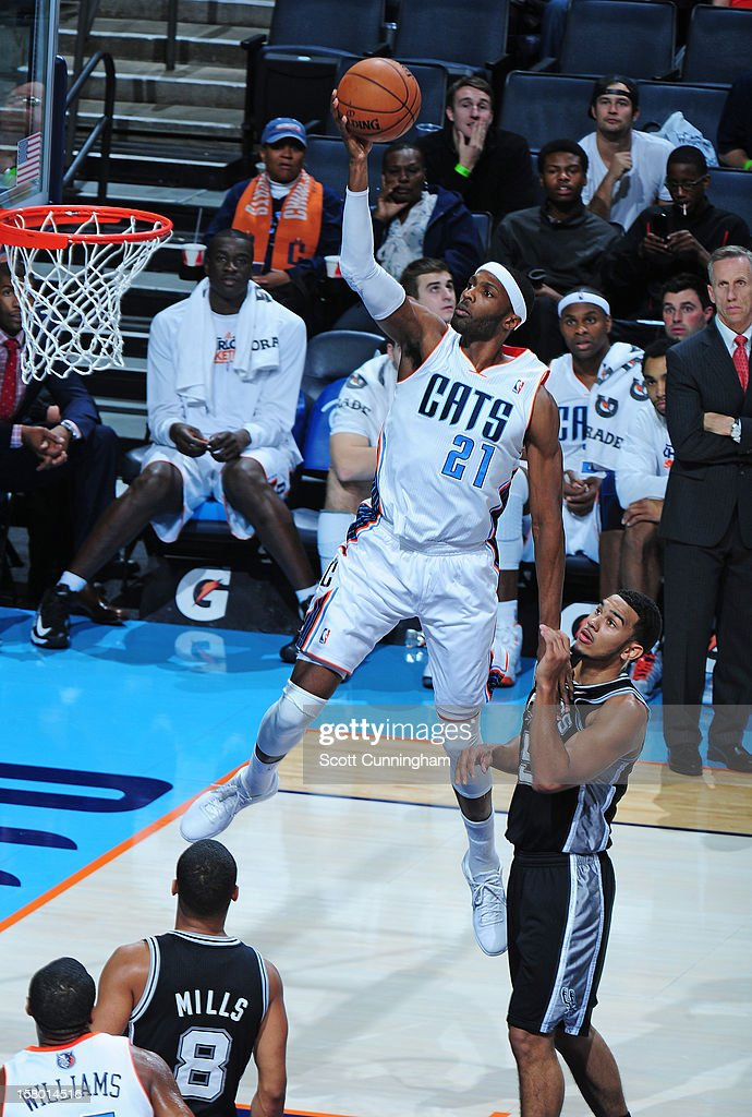Hakim Warrick #21 of the Charlotte Bobcats drives to the basket against the San Antonio Spurs at Time Warner Cable Arena on December 8, 2012 in Charlotte, North Carolina.