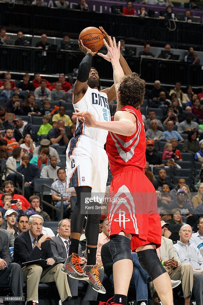 Hakim Warrick #21 of the Charlotte Bobcats shoots against Omer Asik #3 of the Houston Rockets at the Time Warner Cable Arena on January 21, 2013 in Charlotte, North Carolina.