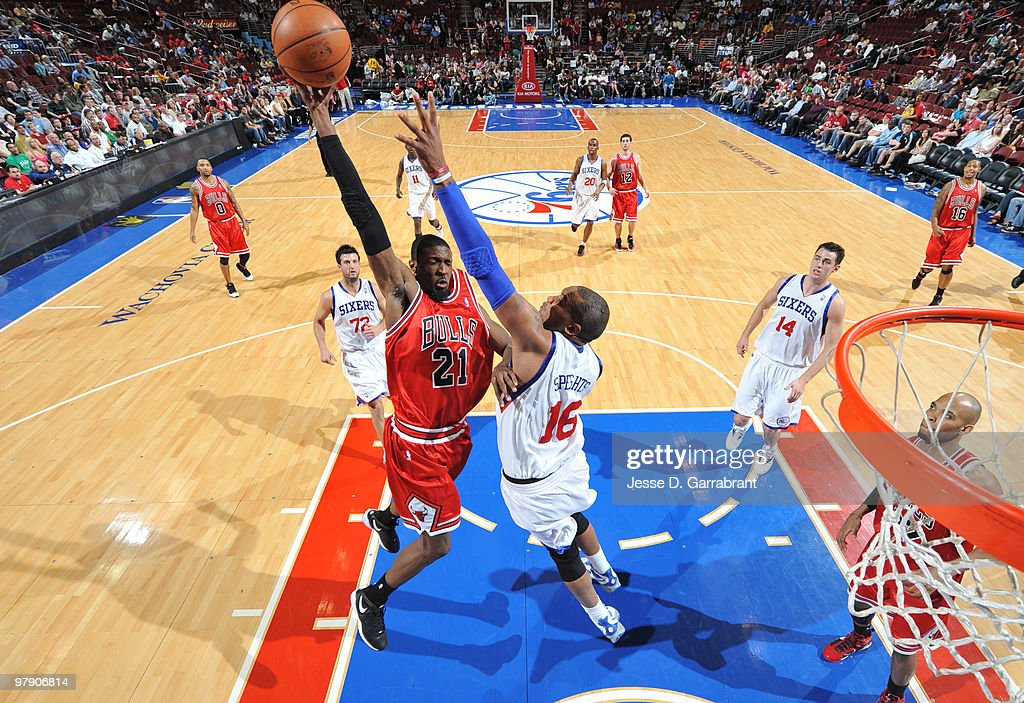 Hakim Warrick #21 of the Chicago Bulls dunks against Marreese Speights #16 of the Philadelphia 76ers during the game on March 20, 2010 at the Wachovia Center in Philadelphia, Pennsylvania.