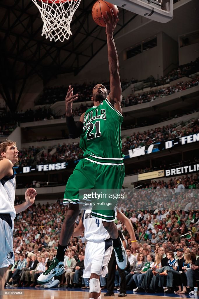Hakim Warrick #21 of the Chicago Bulls lays up a shot against the Dallas Mavericks during the game at the American Airlines Center on March 17, 2010 in Dallas, Texas. The Mavericks won 113-106.