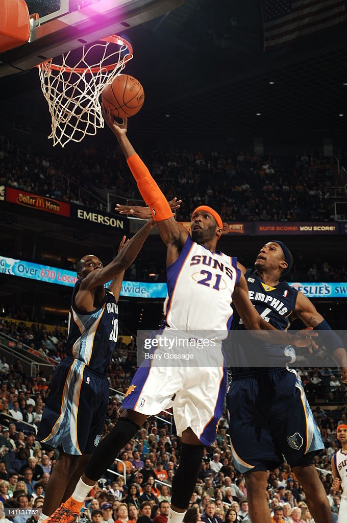 <a gi-track='captionPersonalityLinkClicked' href=/galleries/search?phrase=Hakim+Warrick&family=editorial&specificpeople=210640 ng-click='$event.stopPropagation()'>Hakim Warrick</a> #21 of the Phoenix Suns drives for a shot between Quincy Pondexter #20 and Dante Cunningham #44 of the Memphis Grizzlies in an NBA game played on March 10, 2012 at U.S. Airways Center in Phoenix, Arizona.