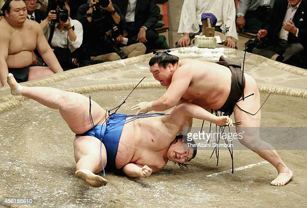 Hakuho throws Ichinojo to win on the day fourteen of Grand Sumo Autumn Tournament at Ryogoku Kokugikan on September 27 2014 in Tokyo Japan