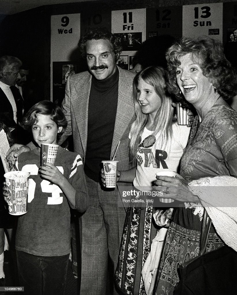 hal linden and family during raggedy ann andy a musical adventure los picture id104968760