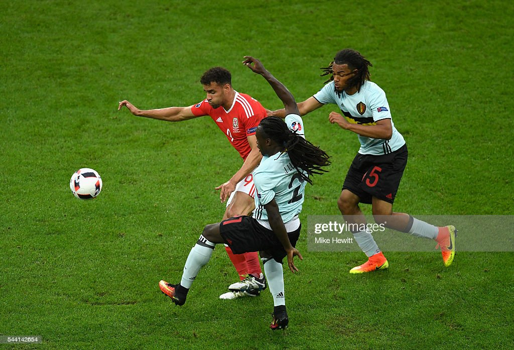 <a gi-track='captionPersonalityLinkClicked' href=/galleries/search?phrase=Hal+Robson-Kanu&family=editorial&specificpeople=5776956 ng-click='$event.stopPropagation()'>Hal Robson-Kanu</a> (L) of Wales competes for the ball against <a gi-track='captionPersonalityLinkClicked' href=/galleries/search?phrase=Jordan+Lukaku&family=editorial&specificpeople=8139181 ng-click='$event.stopPropagation()'>Jordan Lukaku</a> (C) and <a gi-track='captionPersonalityLinkClicked' href=/galleries/search?phrase=Jason+Denayer&family=editorial&specificpeople=10953601 ng-click='$event.stopPropagation()'>Jason Denayer</a> (R) of Belgium during the UEFA EURO 2016 quarter final match between Wales and Belgium at Stade Pierre-Mauroy on July 1, 2016 in Lille, France.